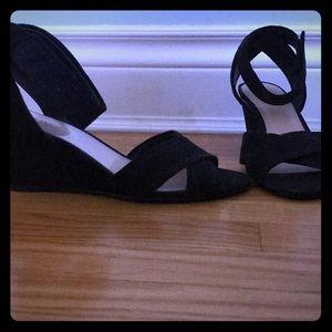 Size 6 Nine West black wedge open-toed sandals.